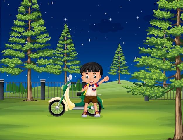Мальчик и мотоцикл в парке Бесплатные векторы