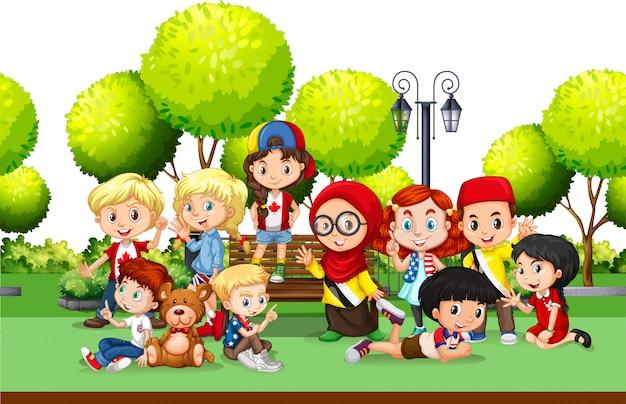 公園内のさまざまな国の子供たち 無料ベクター
