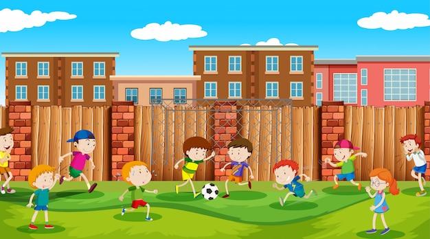 Активные мальчики и девочки занимаются спортом и веселыми мероприятиями на улице Бесплатные векторы