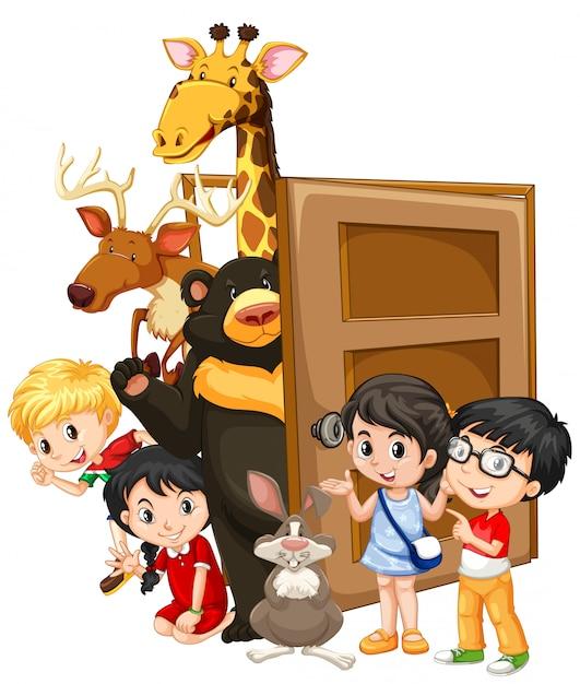 Дети и дикие животные за дверью Бесплатные векторы