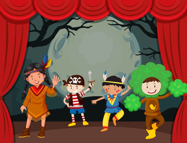ステージ上の衣装で子供たちとハロウィーンのテーマ 無料ベクター
