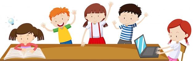 Дети учатся в классе Бесплатные векторы