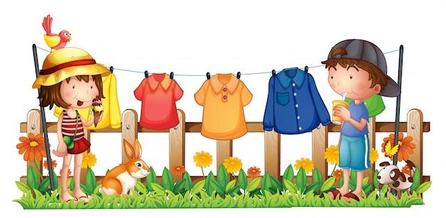 ぶら下げ服を着て庭で少女と少年 無料ベクター