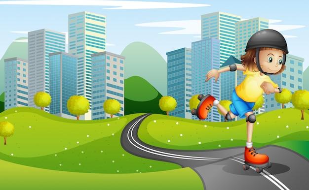 Девушка катается на роликах на дороге в защитном шлеме Бесплатные векторы