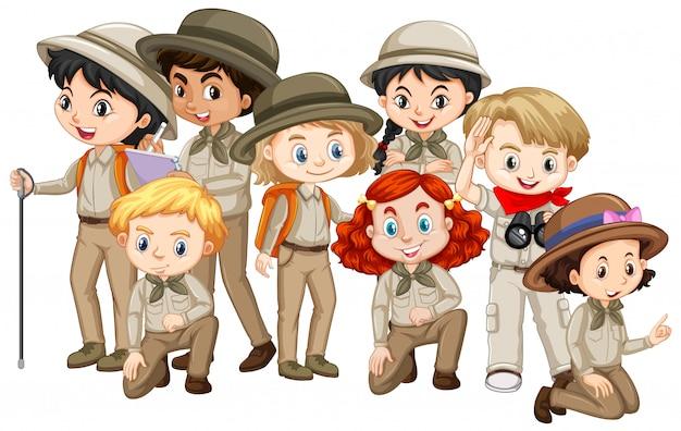 茶色のサファリの制服を着た多くの子供たち 無料ベクター