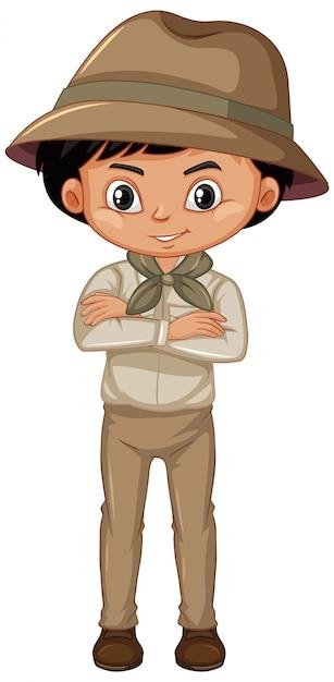 Мальчик в форме разведчика, стоя на белом Бесплатные векторы