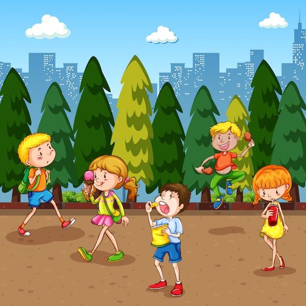 Сцена с большим количеством детей, болтающихся в парке Бесплатные векторы