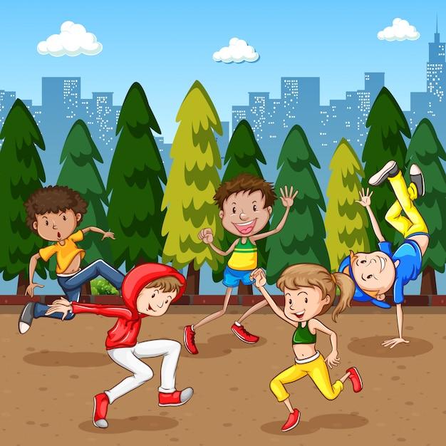 Сцена с множеством детей, танцующих в парке Бесплатные векторы