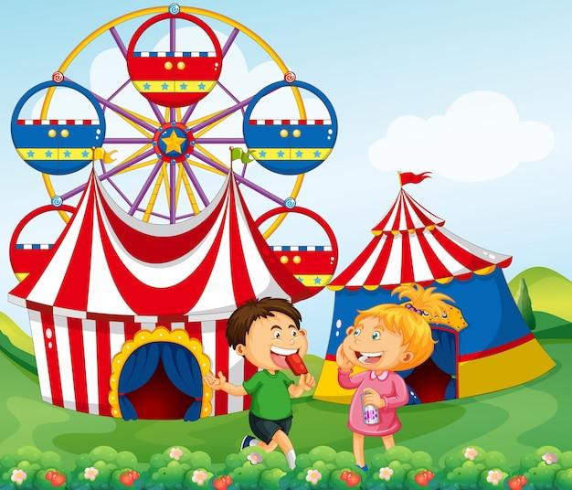 Мальчик и девочка наслаждаются цирковой иллюстрацией Бесплатные векторы