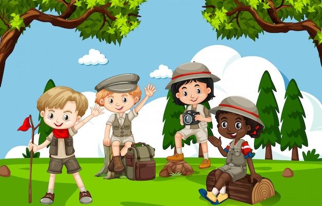 Сцена со многими детьми в парке Premium векторы