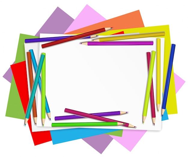 Пустые бумаги с красочными карандашами Бесплатные векторы