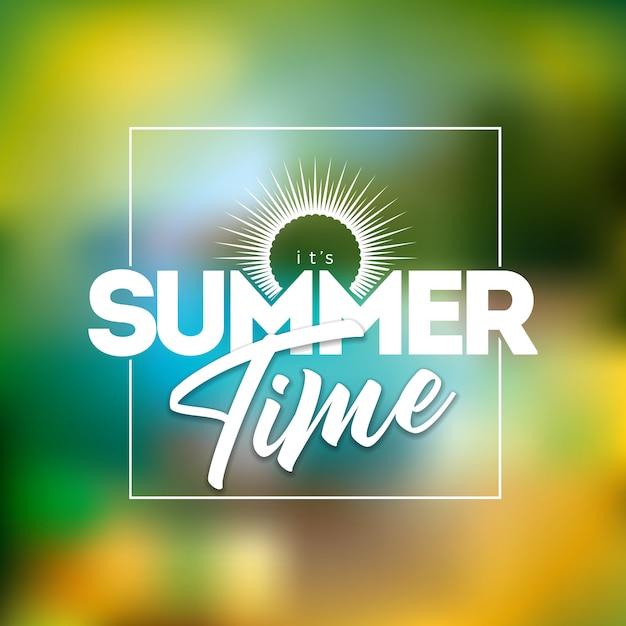 Это летнее время иллюстрация с типографикой письмо на размытом фоне пляжа Premium векторы