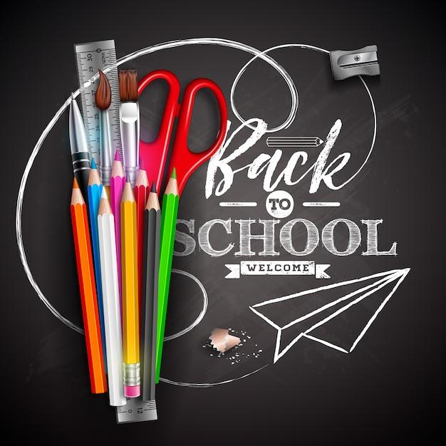 カラフルな鉛筆、はさみ、定規、黒い黒板背景にタイポグラフィの文字と学校のデザインに戻る Premiumベクター