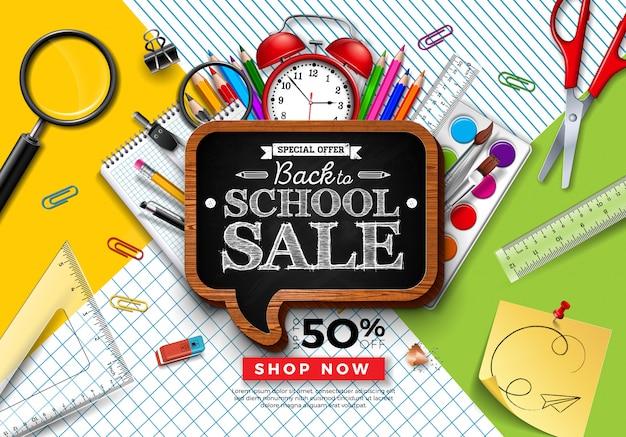 カラフルな鉛筆と正方形のグリッドと線の背景に黒板で学校販売デザインに戻る Premiumベクター