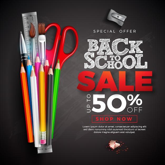 カラフルな鉛筆と黒板にチョークで書かれたテキストと学校販売バナーに戻る Premiumベクター