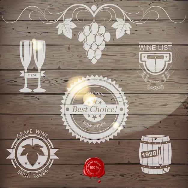 Винные эмблемы или логотип из дерева Premium векторы