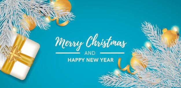 Синий новогодний фон с реалистичным украшением Бесплатные векторы