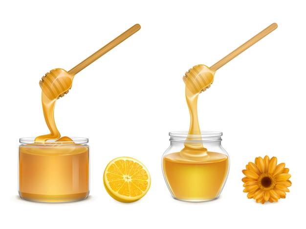 Свежий мед течет и капает из деревянного ковша в стеклянных банках различной формы, долька апельсина и цветок Бесплатные векторы