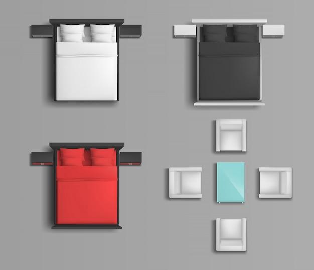 Спальная кровать с разноцветным постельным бельем и подушками, мягкие кресла и журнальный столик Бесплатные векторы