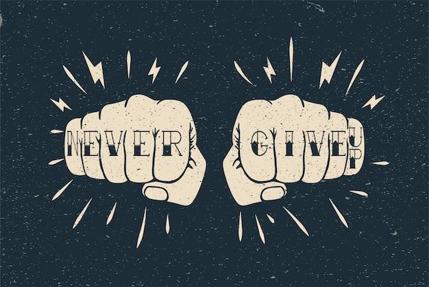 Два кулака с татуировкой. борьба или тренировки мотивации плакат или шаблон карты. винтажный стиль иллюстрации Premium векторы