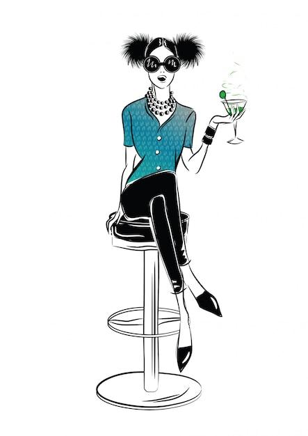 Сексуальная девушка и пожарный гидрант в стиле эскиз на фоне уличных кафе. векторная иллюстрация Premium векторы