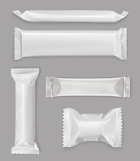 Белый полиэтиленовый пакет, плитка шоколада, набор макетов Premium векторы