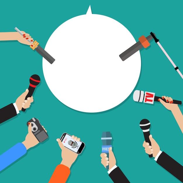 Несколько рук журналистов с микрофонами Premium векторы