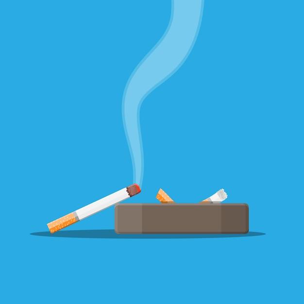 たばこの煙がいっぱいの白いセラミック灰皿。 Premiumベクター