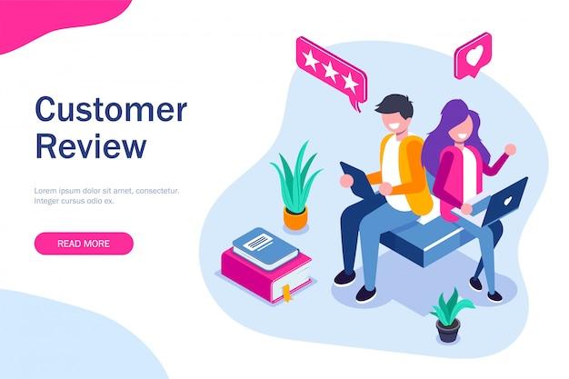 Отзыв клиента. парень и девушка оставляют положительный отзыв о приложении или веб-сервисе. используйте портативные устройства Premium векторы