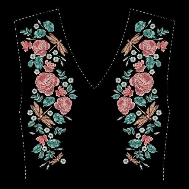 バラ、野草、葉、トンボを刺繍した構成。黒い背景にサテンステッチ刺繍花柄。服のネックライン、ドレスの装飾のためのフォークラインのトレンディなパターン。 Premiumベクター