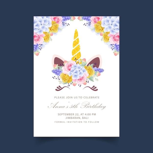 Цветочное приглашение на день рождения с милым единорогом Premium векторы