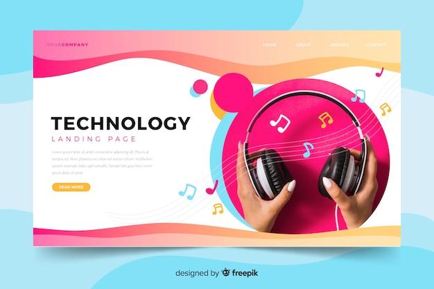 ヘッドフォンの写真が掲載された技術のランディングページ 無料ベクター