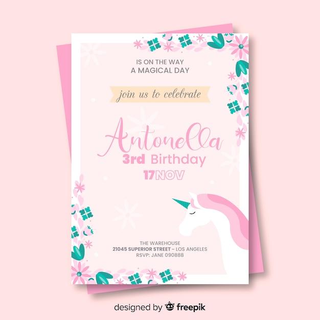 Плоское приглашение на день рождения с единорогом Бесплатные векторы