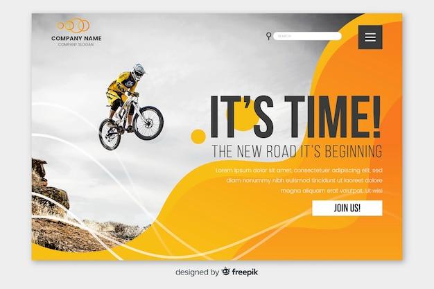 Спортивная посадочная страница с фото мотоцикла Бесплатные векторы