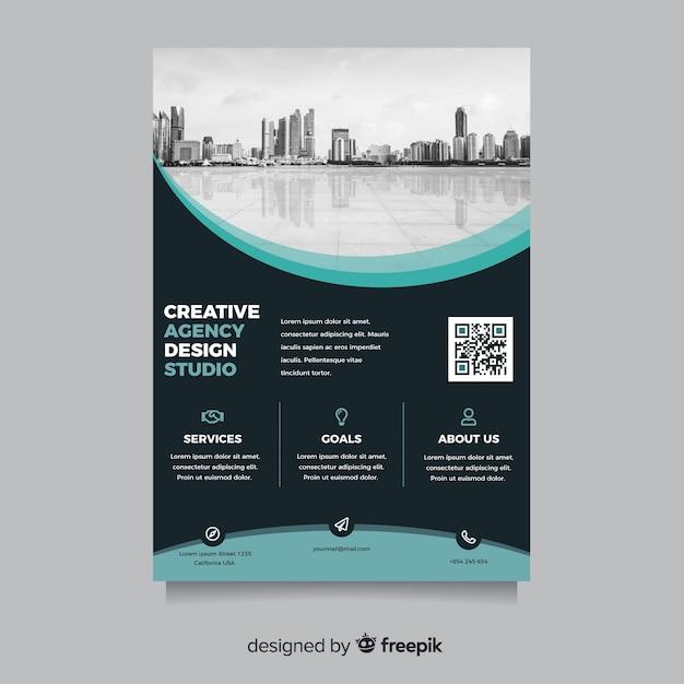 Абстрактный бизнес флаер с городской пейзаж Бесплатные векторы