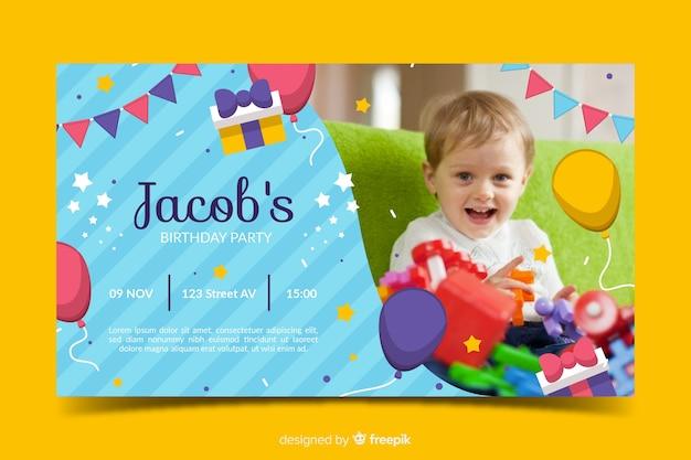 Красочный детский шаблон приглашения дня рождения Бесплатные векторы