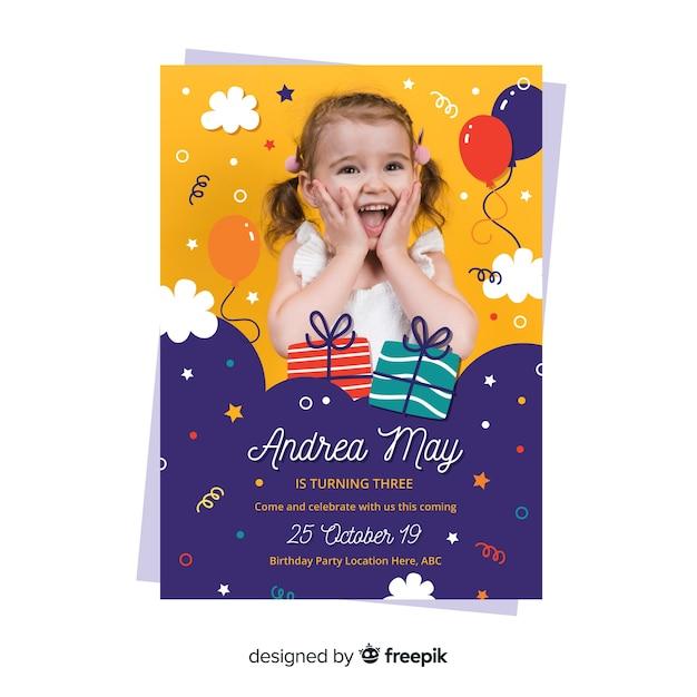 画像と子供の誕生日の招待状のテンプレート 無料ベクター