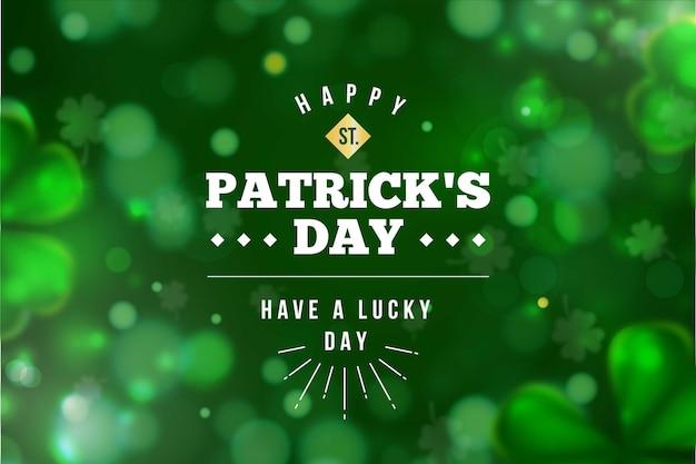 Размытые зеленые клевер имеют счастливую ул. день патрика Бесплатные векторы