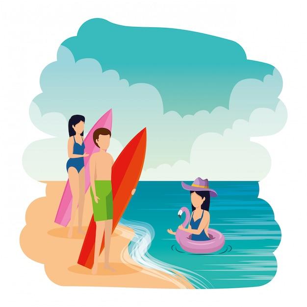 水着とビーチでサーフボードを持つ若い人々 Premiumベクター