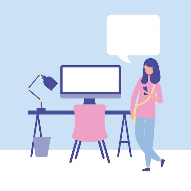 Предприниматель с компьютером и речи пузырь Бесплатные векторы