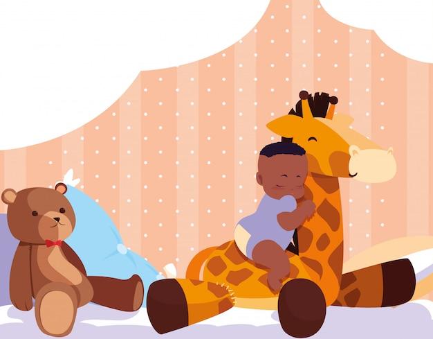 キリンのぬいぐるみとテディベアで寝ているアフロの男の子 Premiumベクター
