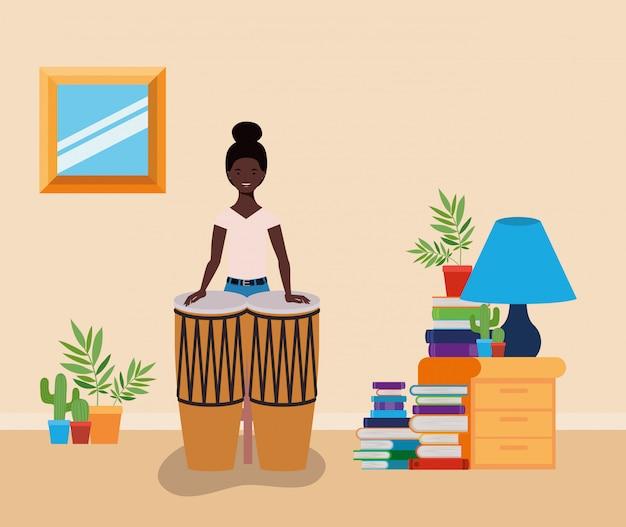 ボンゴスキャラクターを演奏するアフロ女性 Premiumベクター