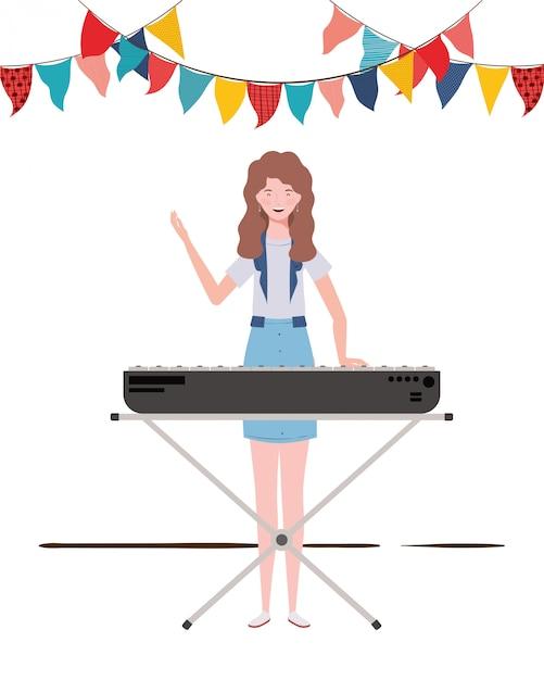 Молодая женщина с фортепианной клавиатурой Premium векторы