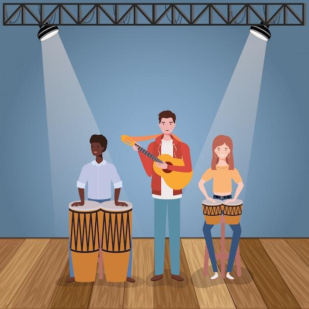 Группа музыкальной группы играет на инструментах персонажей Premium векторы