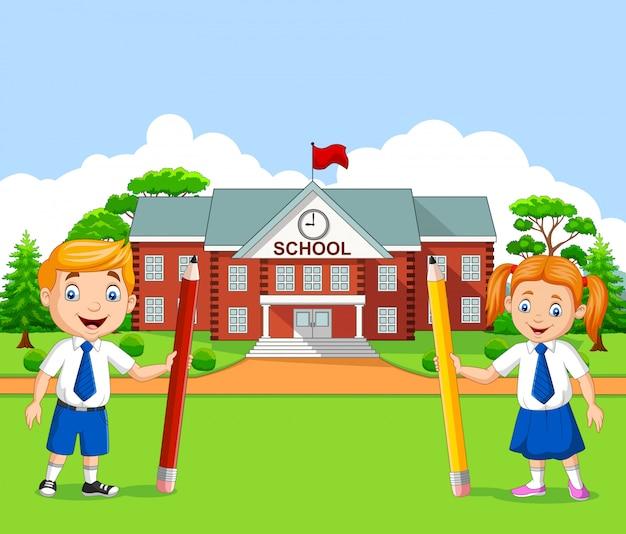 校庭で漫画学校の子供たち Premiumベクター