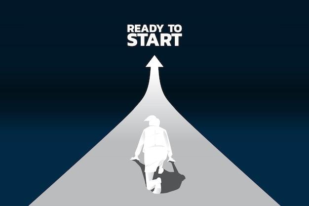成長しているグラフで実行する準備ができている実業家のシルエット。 Premiumベクター