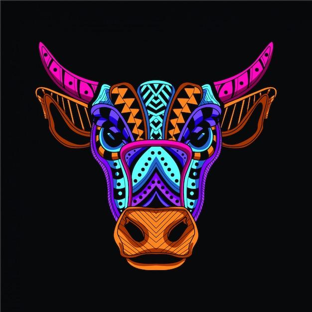 暗闇の中で牛の頭の装飾的な輝き Premiumベクター
