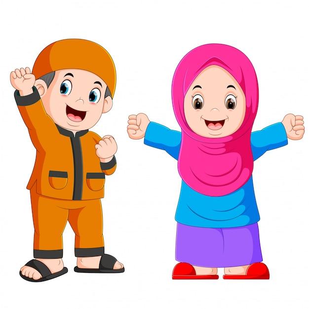 幸せなイスラム教徒の子供漫画の白い背景で隔離 Premiumベクター