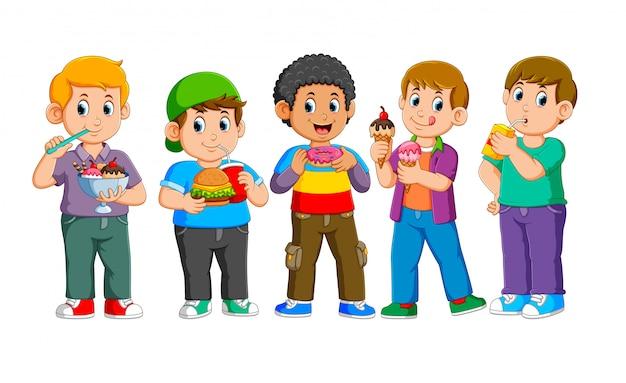 ファーストフードで幸せな子供たちのコレクション Premiumベクター