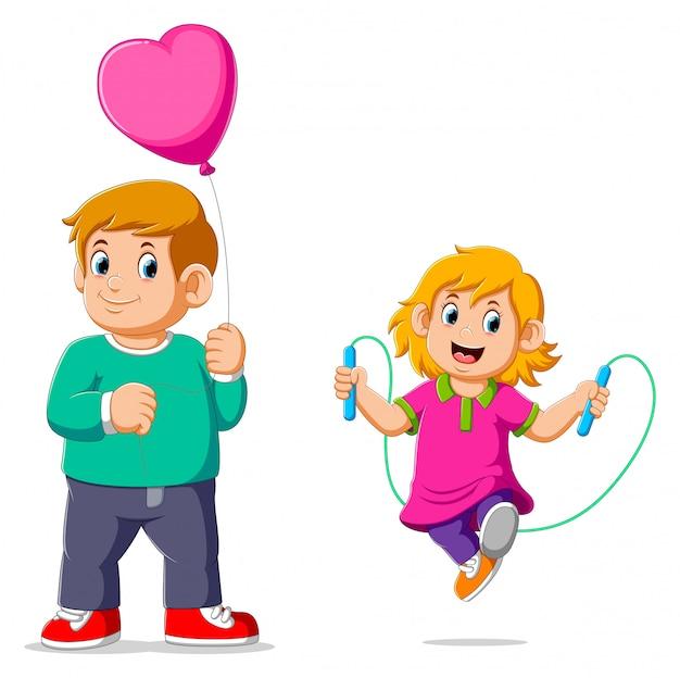 バルーンを運ぶ彼女の兄弟と縄跳びをしている少女 Premiumベクター